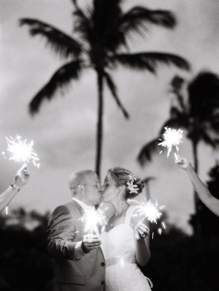 sparklers in maui weddings (3)