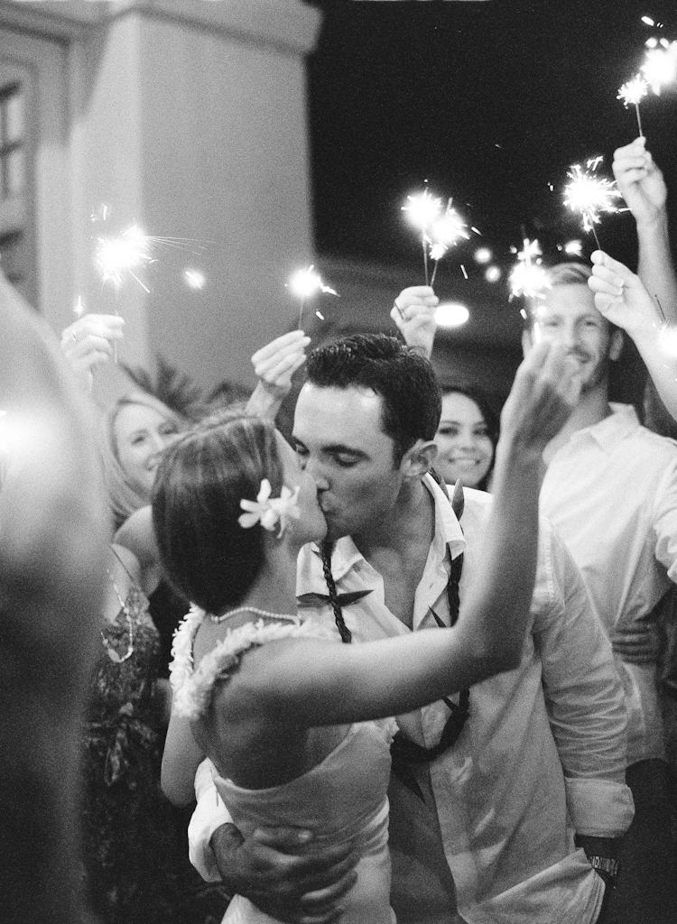 sparklers in maui weddings (11)