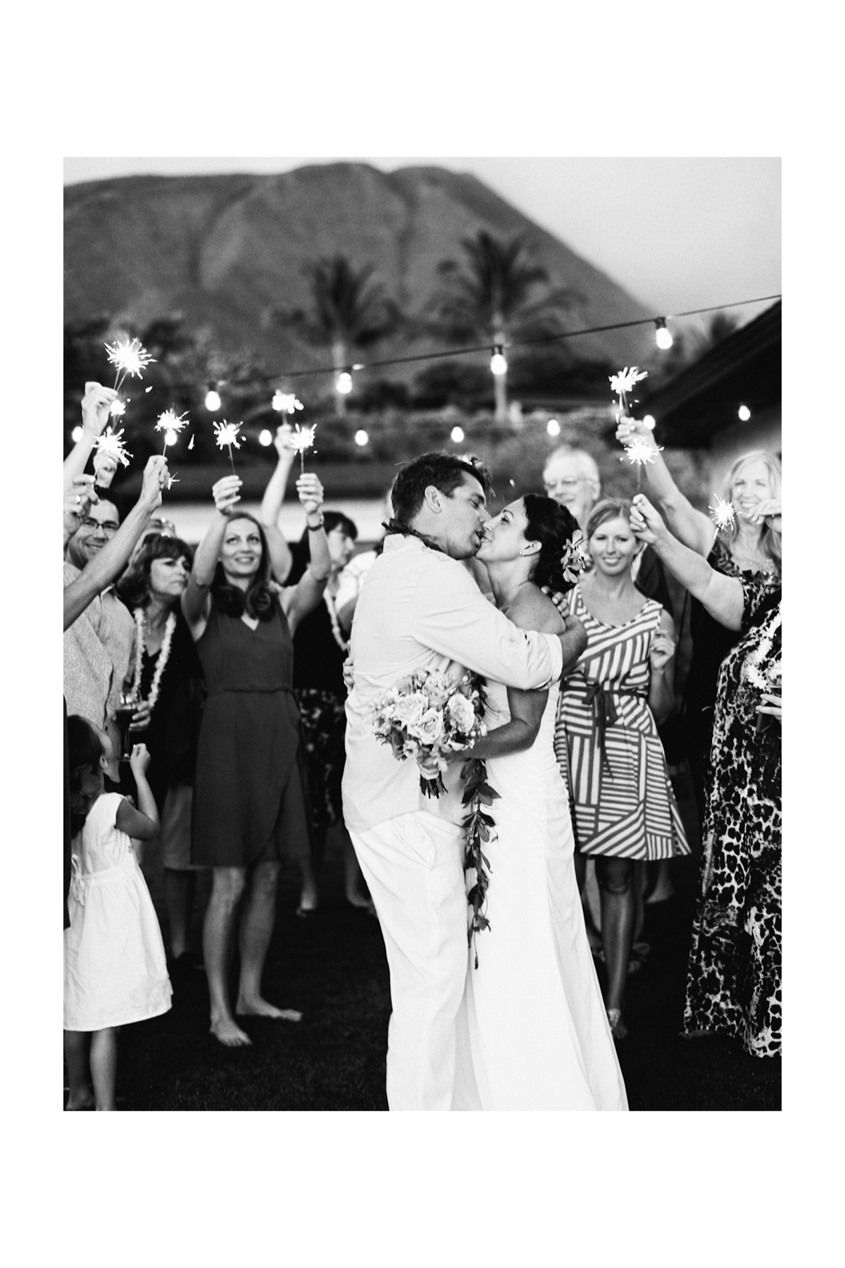 sparklers in maui weddings (8)
