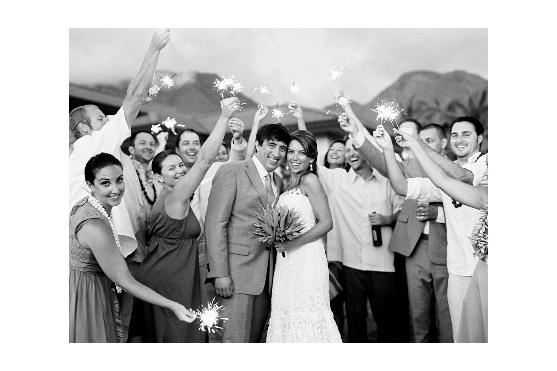 sparklers in maui weddings (6)