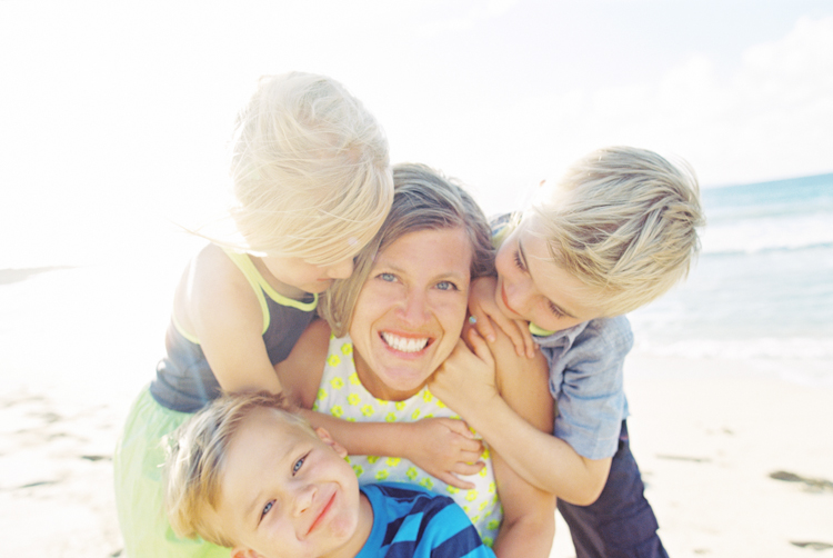 maui photographer wendy laurel's image of mom with three kids