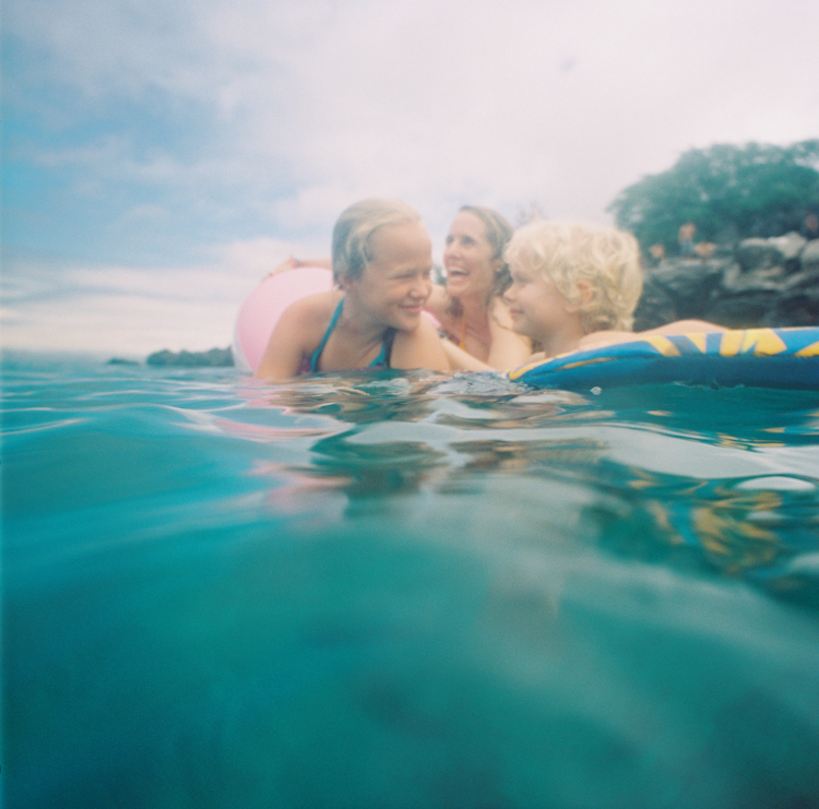 maui family photographer wendy laurel's photos of maui summer fun in ocean-2