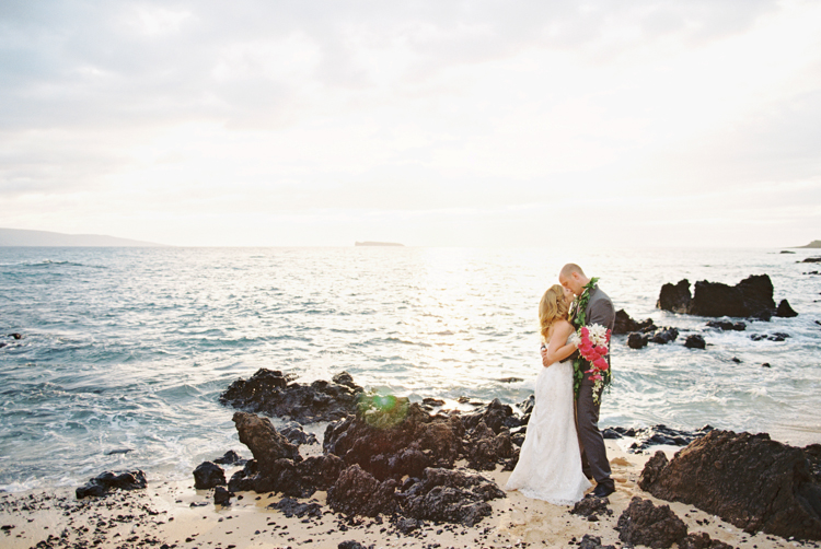 maui wedding photographer wendy laurel white orchid wedding photographs in makena with red flowers-9
