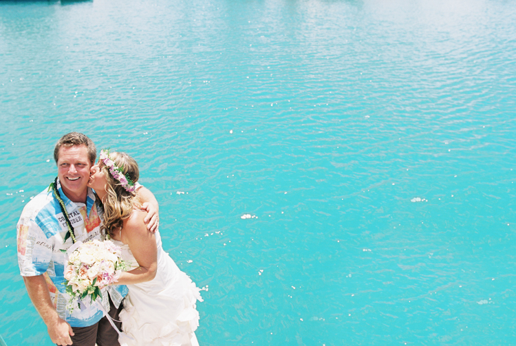 hawaii photographer wendy laurel's photos of sailboat wedding in honolulu oahu (46 of 62)
