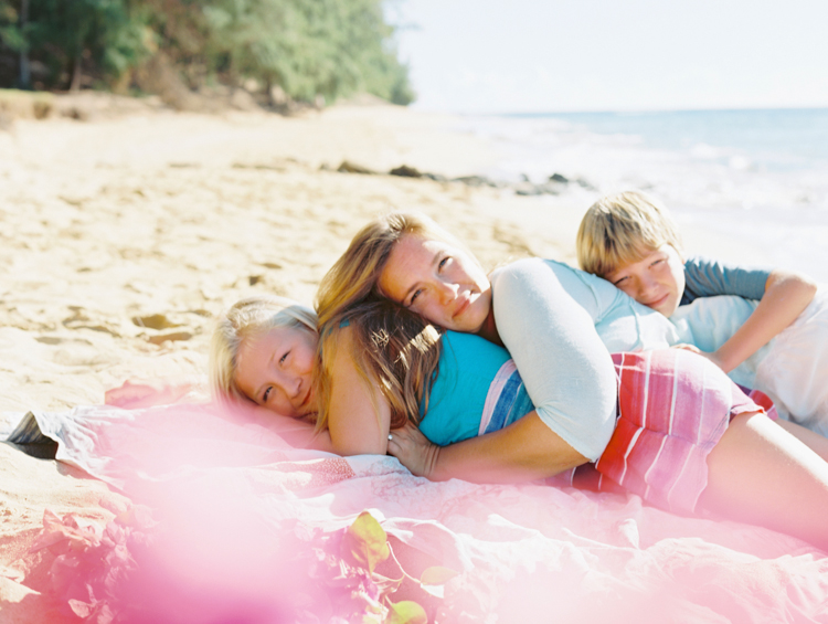 kauai photographer wendy laurel's film images of color, sun, sand and family and children-27