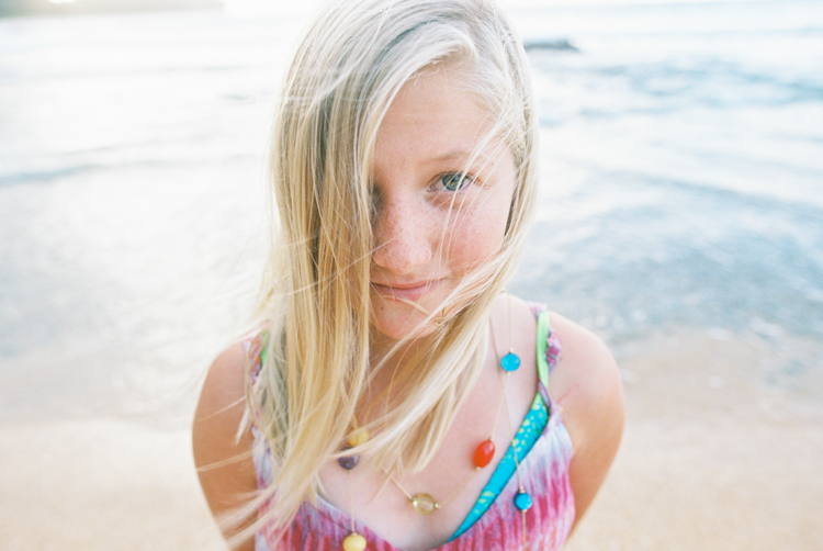 kauai photographer wendy laurel's film images of color, sun, sand and family and children-38
