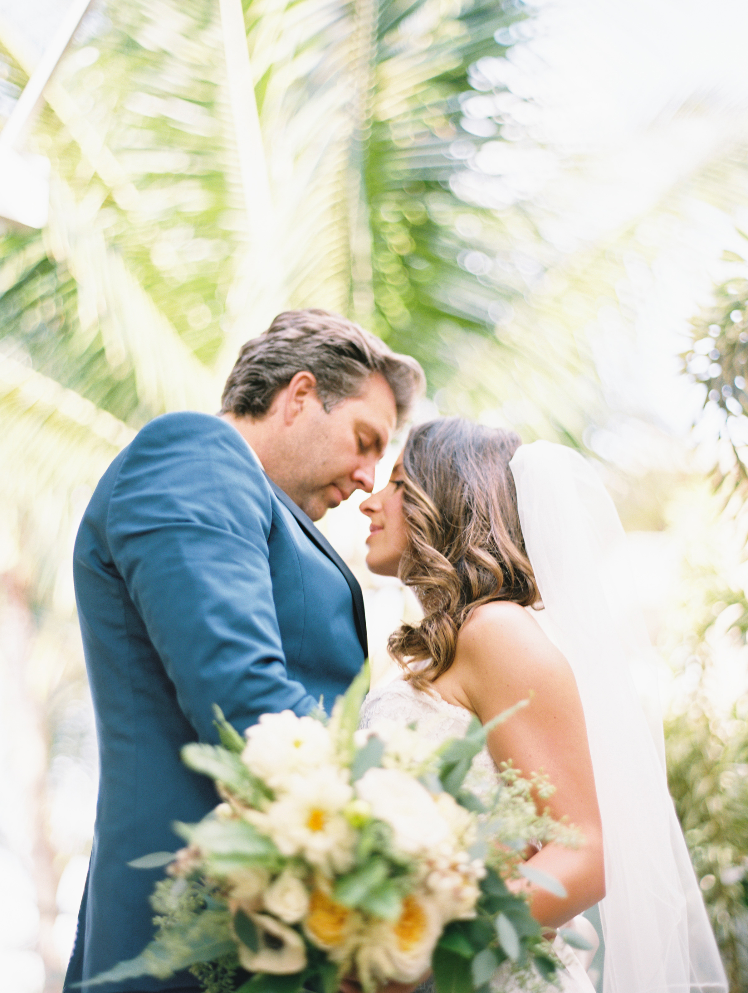 maui wedding on snippet and ink at sugar beach events by maui photographer wendy laurel