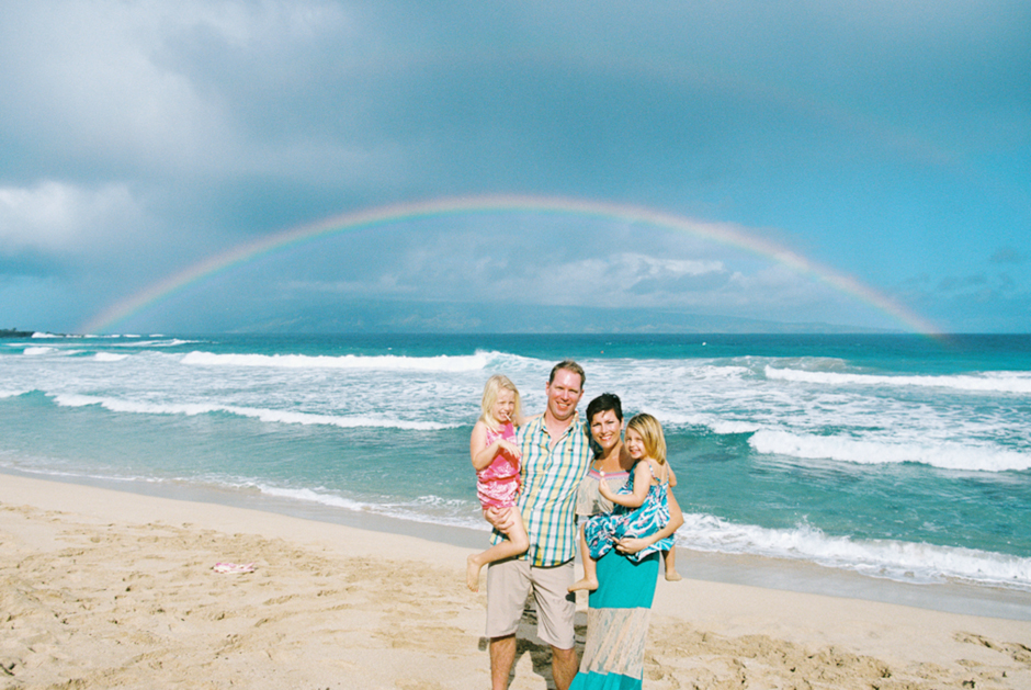 fun beautiful family photographs on beach in lahaina maui by photographer wendy laurel