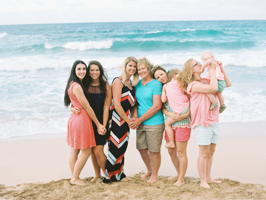 extended family session at kapalua beach by maui photographer wendy laurel-1