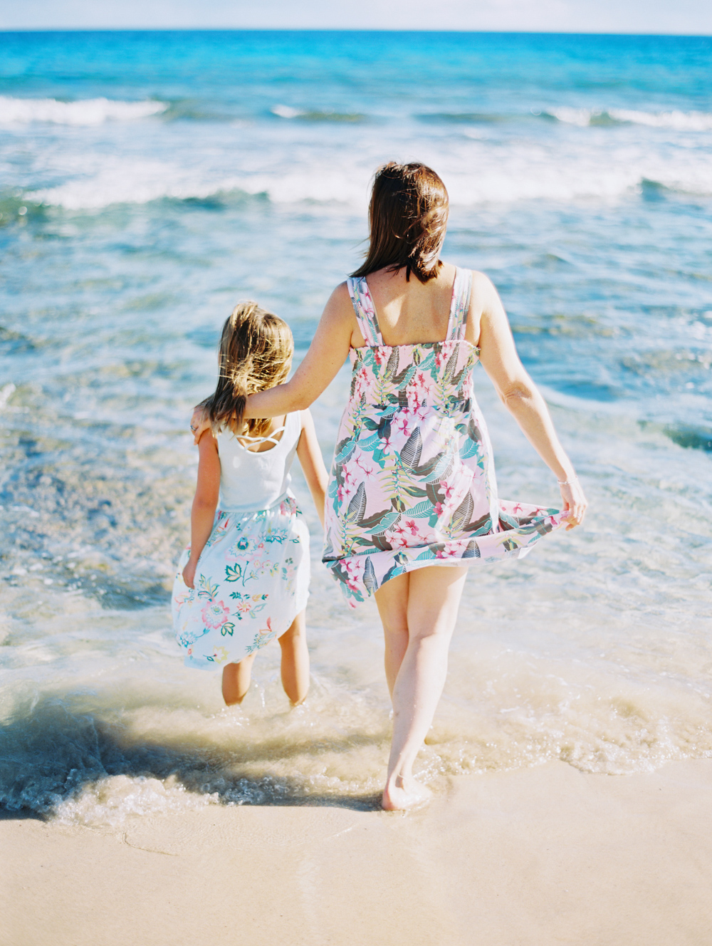 when in hawaii maui family shoot at ironwoods beach in kapalua by maui family photographer wendy laurel