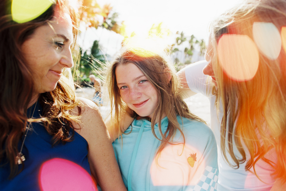beautiful and true family photos in lahaina by maui photographer wendy laurel-