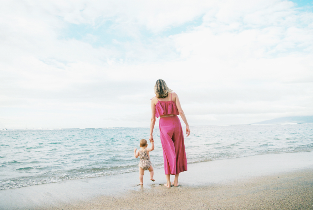maui family photography session on lahaina beach by maui photographer wendy laurel