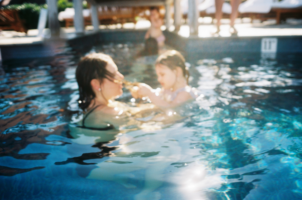 mom and daughter photo in pool by maui photographer wendy laurel