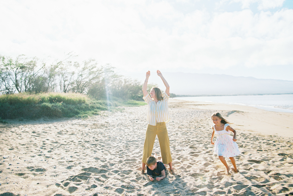 maui family photography session at sugar beach by maui photographer wendy laurel on film
