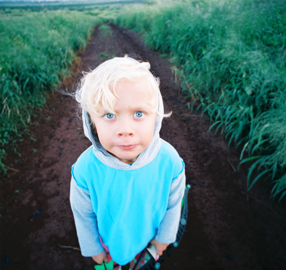maui photographer wendy laurel's film photos of her children on maui-5
