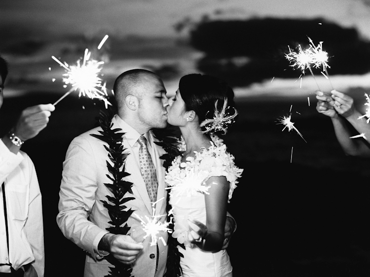 sparklers in maui weddings (4)
