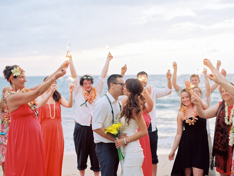 sparklers in maui weddings (5)