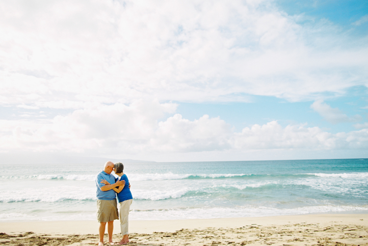 maui photographer wendy laurel's i mage of older couple on beach