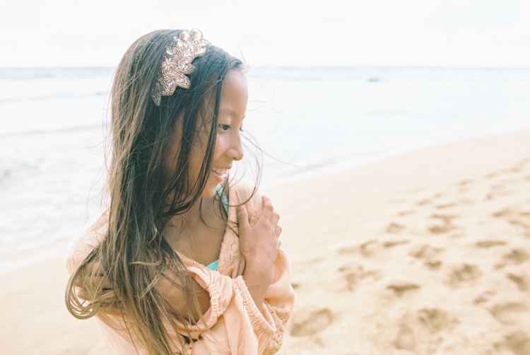 kauai photographer wendy laurel's film images of color, sun, sand and family and children-29