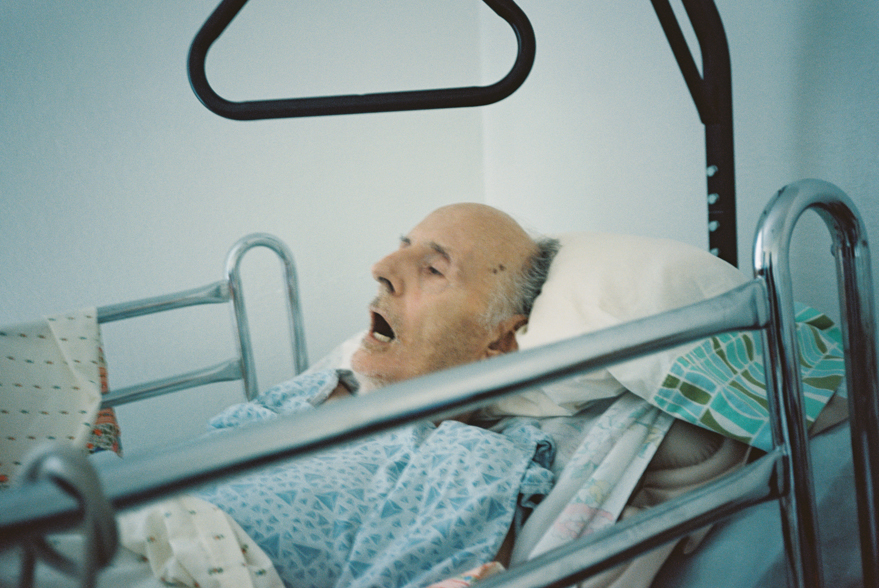 emotional film photographs of fathers death by photographer wendy laurel-1