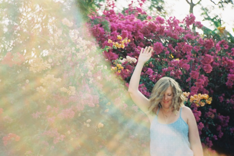 maui couple honeymoon or engagement photos in field and flowers by maui photographer wendy laurel-1