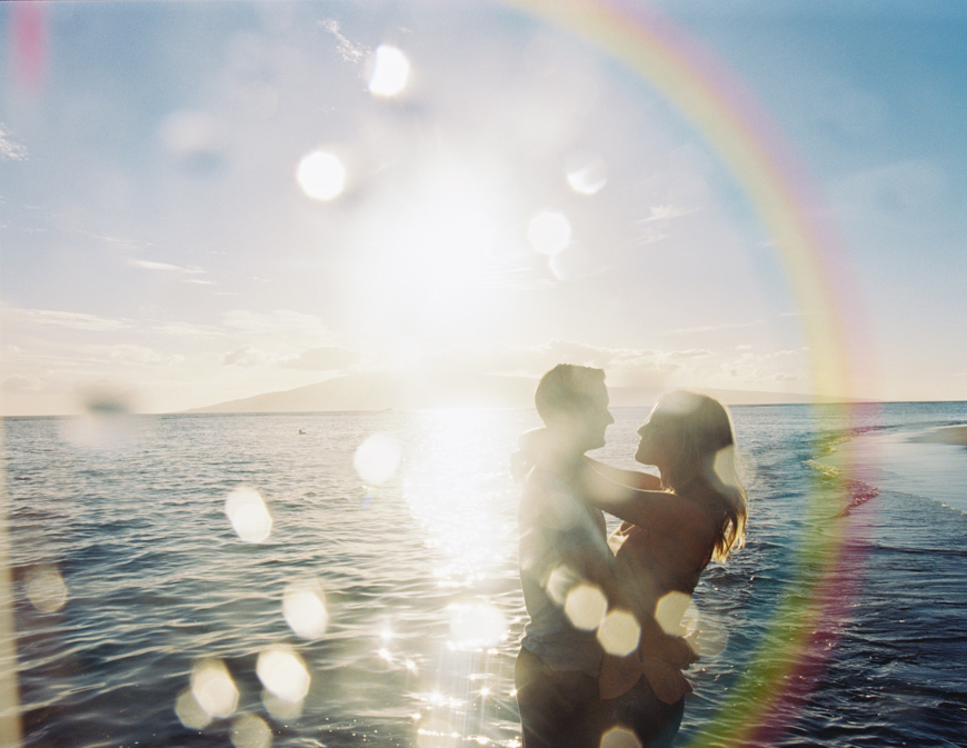 beautiful-couple-photogrpahy-shoot-at-baby-beach-in-lahaina-by-maui-photographer-wendy-laurel