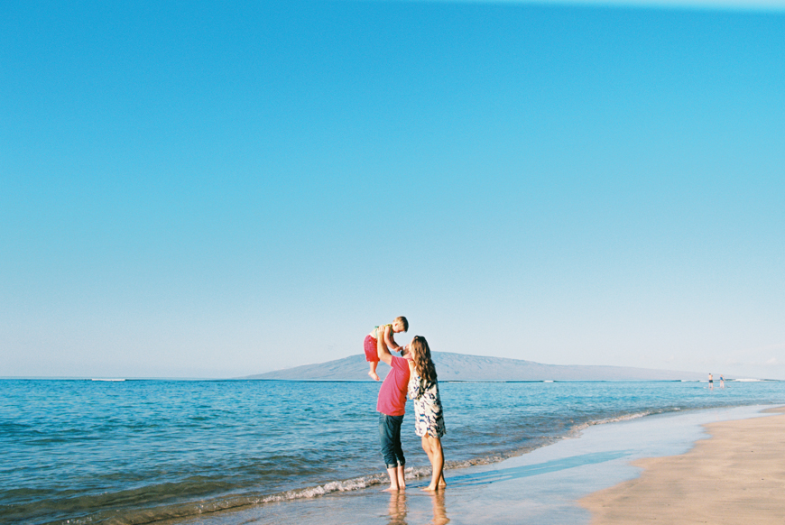more-than-rad-maui-family-photography-session-at-lahaina-baby-beach-by-maui-photographer-wendy-laurel