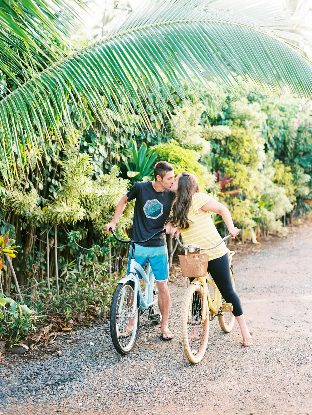 tacocat kauai couple photography love by hawaii photographer wendy laurel
