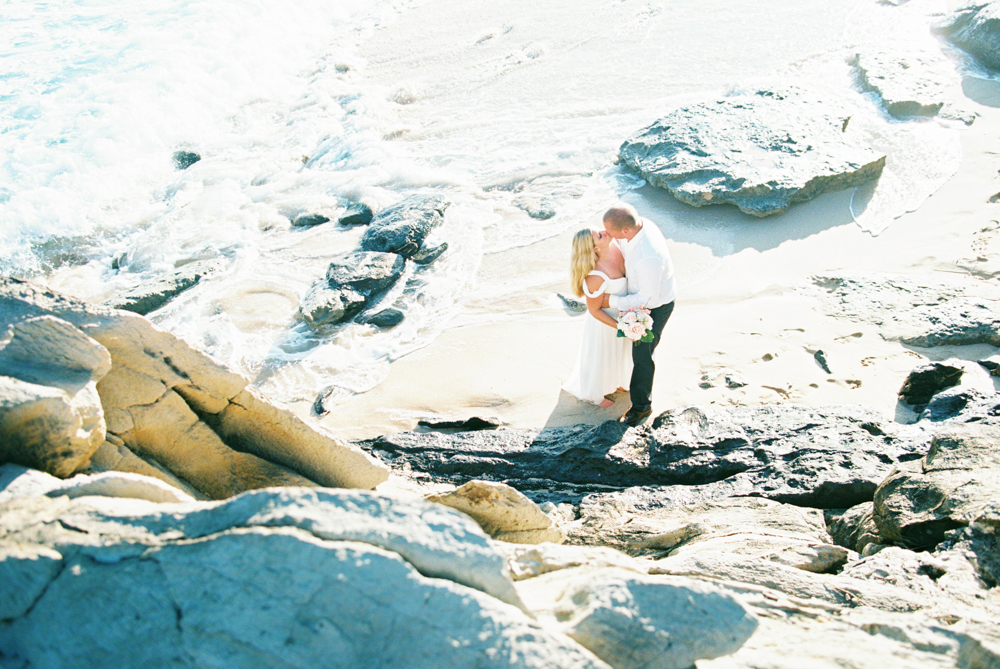 maui elopement on the beach by maui photographer wendy laurel