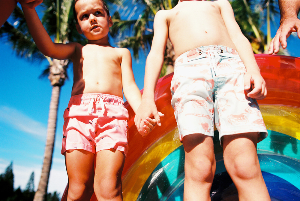 colorful and creative and joyful maui beach family photography session by maui film photographer wendy laurel-