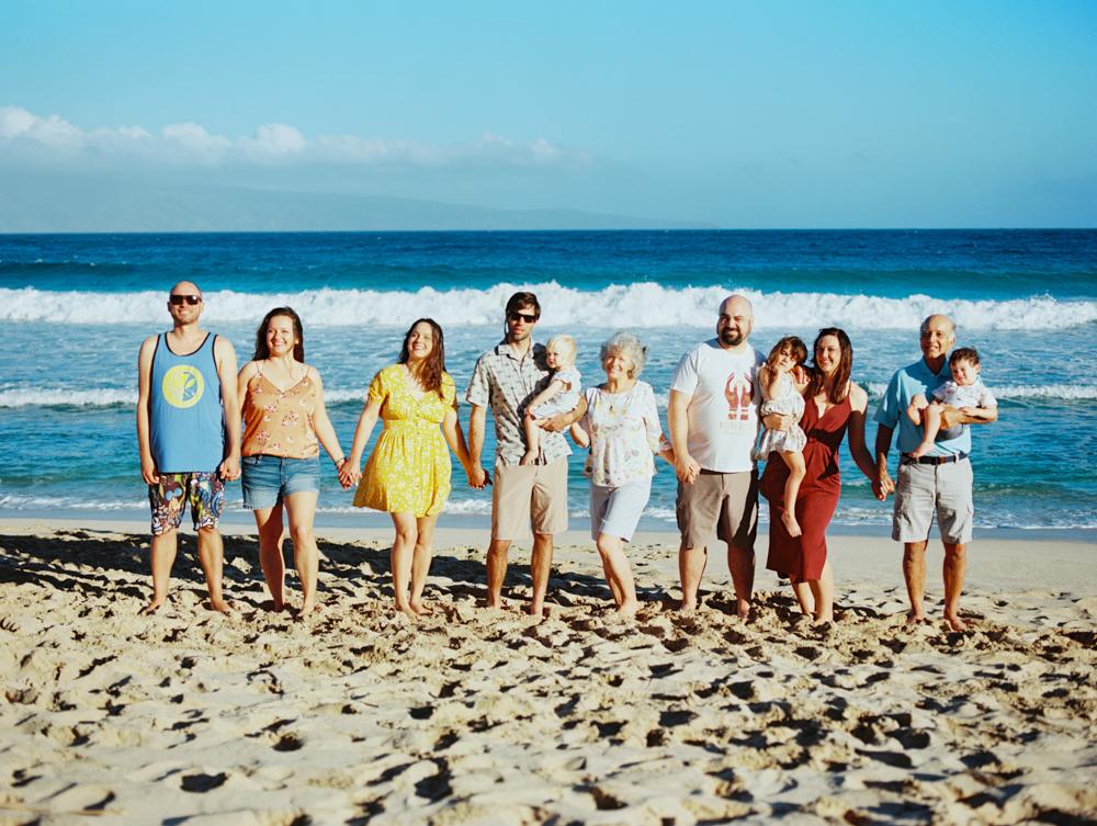 extended family photo on beach on maui